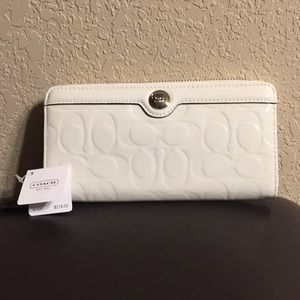 Coach (F46223) ivory patent leather zip wallet